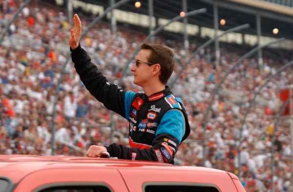 2002 NASCAR Atlanta Motor Speedway, October 25, 2002 NAPA 500/Aaron 's 312Kurt Busch waves to the crowd,-Robt LeSieur2002LAT Photographic