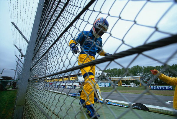 2002 San Marino Grand Prix.Imola, Italy.12-14 April 2002.Jarno Trulli (Renault R202).Ref-02 SM 08.World Copyright - LAT Photographic