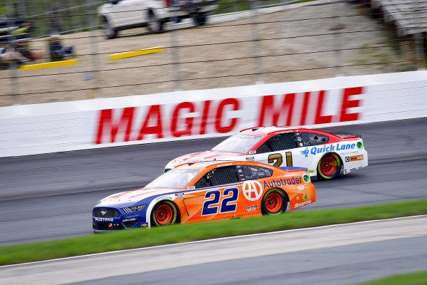 #22: Joey Logano, Team Penske, Ford Mustang Autotrader, #21: Matt DiBenedetto, Wood Brothers Racing, Ford Mustang Motorcraft/Quick Lane