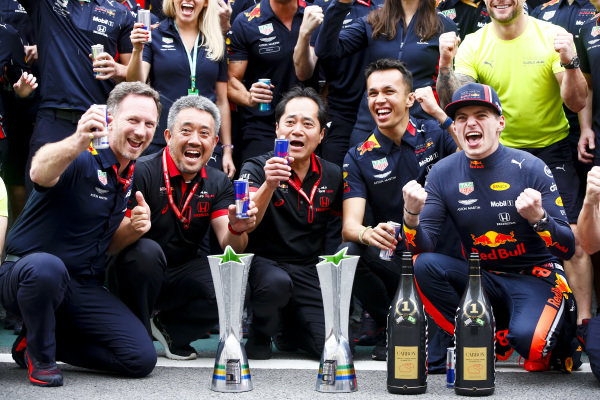 Christian Horner, Team Principal, Red Bull Racing, Masashi Yamamoto, General Manager, Honda Motorsport, Toyoharu Tanabe, F1 Technical Director, Honda, Alexander Albon, Red Bull Racing and Max Verstappen, Red Bull Racing celebrate during the team photo