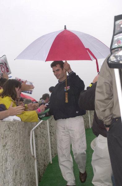 pocono 500 nascar june 17 2000 pocono pajeff gordon during driver introductions,signs autographs- Robt LeSieurLAT PHOTOGRAPHIC