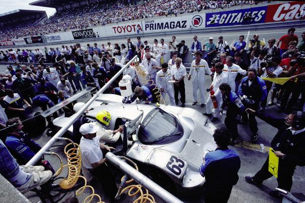 Jochen Mass / Manuel Reuter / Stanley Dickens, Team Sauber Mercedes, Sauber-Mercedes C9/88, during a pitstop.