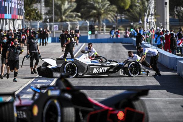 Norman Nato (FRA) Venturi Racing, Silver Arrow 02, is returned to the garage