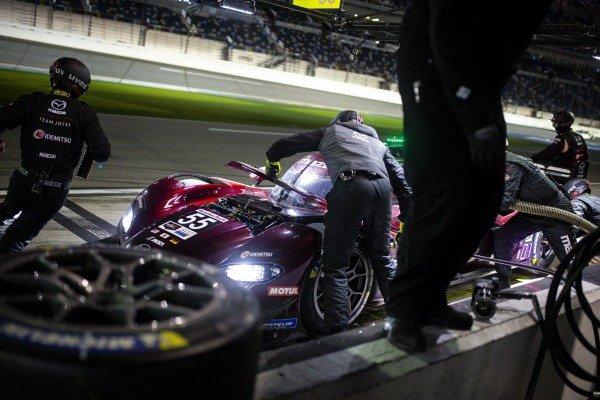 #55 Mazda Team Joest Mazda DPi, DPi: Jonathan Bomarito, Harry Tincknell, Ryan Hunter-Reay pit stop