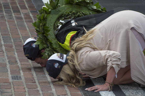Simon Pagenaud, Team Penske Chevrolet, and his fiancee Hailey McDermott kiss the bricks after his win
