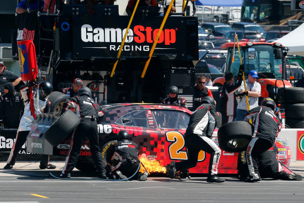 2017 NASCAR Xfinity Series My Bariatric Solutions 300 Texas Motor Speedway, Fort Worth, TX USA Saturday 8 April 2017 Erik Jones, Game Stop/ GAEMS Toyota Camry pit stop World Copyright: Russell LaBounty/LAT Images ref: Digital Image 17TEX1rl_3798