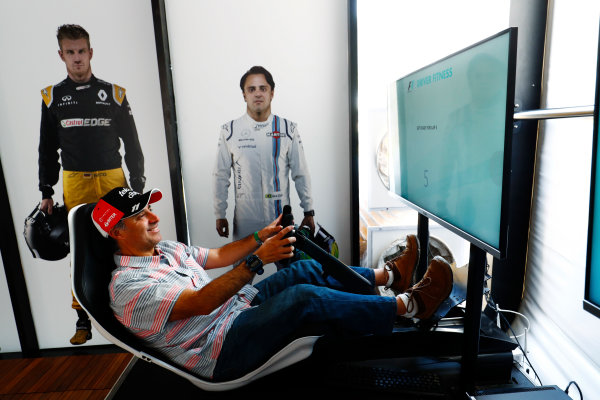 Autodromo Hermanos Rodriguez, Mexico City, Mexico. Sunday 29 October 2017. A fan tries his hand on an F1 driving sim. World Copyright: Sam Bloxham/LAT Images  ref: Digital Image _W6I0593