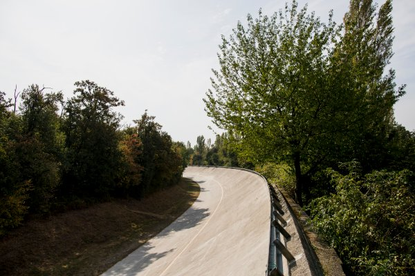 2017 FIA Formula 2 Round 9. Autodromo Nazionale di Monza, Monza, Italy. Thursday 31 August 2017. The old Monza banking. Photo: Zak Mauger/FIA Formula 2. ref: Digital Image _56I4919