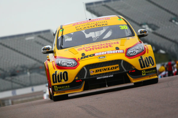 2017 British Touring Car Championship, Rockingham, England. 26th-27th August 2017, Martin Depper (GBR) Team Shredded Wheat Racing with Duo Ford Focus World Copyright. JEP/LAT Images