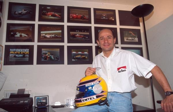 Roberto Moreno at home