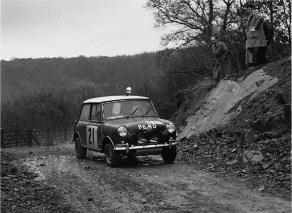 England. 12th - 16th november 1963.Paddy Hopkirk/Henry Liddon, Mini-Cooper S, 4th position overall, action.World Copyright: LAT Photographic.Ref: L63/361/11-11A.
