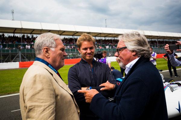 Williams 40 Event Silverstone, Northants, UK Friday 2 June 2017. Patrick Head talks to Nico and Keke Rosberg on the Silverstone grid. World Copyright: Sam Bloxham/LAT Images ref: Digital Image _W6I6538