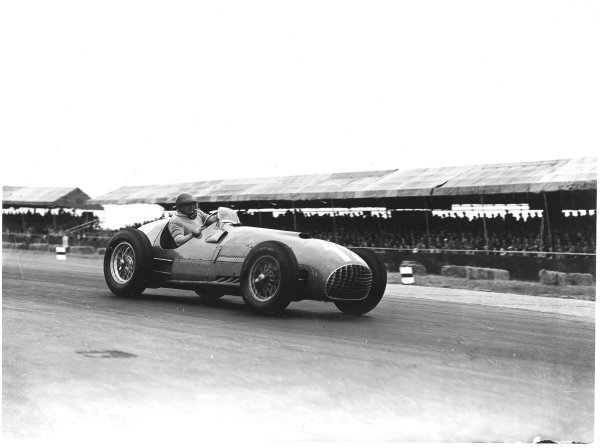 Silverstone, England.12-14 July 1951.Jose Froilan Gonzalez (Ferrari 375) 1st position. This was his and the Ferrari constructors maiden Grand Prix victory. Ref-Autocar C29881.World Copyright - LAT Photographic