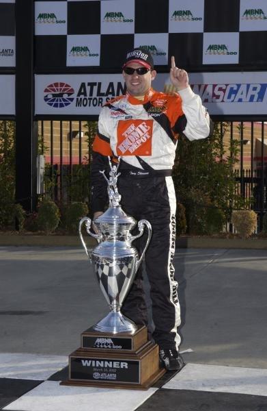 Tony Stewart (USA) won his and Pontiac's first race of the seasonMBNA America 500, Atlanta Motor Speedway, USA. Qualifying - 09 March 2002.DIGITAL IMAGE