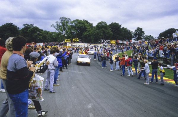 Race winner Nigel Mansell and Keke Rosberg on the lap of honour. Fans invade the circuit.