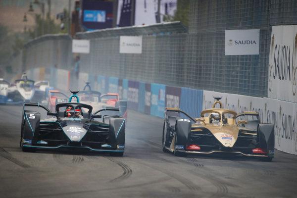 Andre Lotterer (DEU), DS TECHEETAH, DS E-Tense FE19 overtakes Stoffel Vandoorne (BEL), HWA Racelab, VFE-05