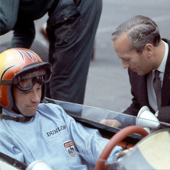1964 British Grand Prix.Brands Hatch, England.9-11 July 1964.Mike Spence with Colin Chapman (Team Lotus).Ref-3/1324.World Copyright - LAT Photographic