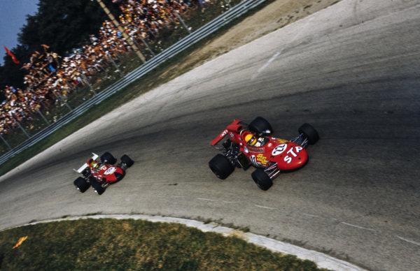 Nanni Galli, March 711 Ford leads Henri Pescarolo, March 711 Ford.
