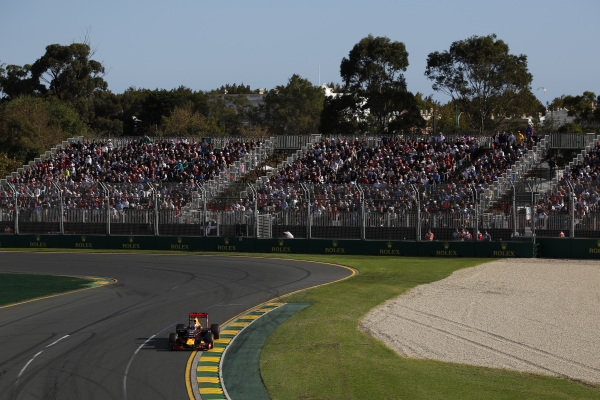 Daniel Ricciardo (AUS) Red Bull Racing RB12 at Formula One World Championship, Rd1, Australian Grand Prix, Race, Albert Park, Melbourne, Australia, Sunday 20 March 2016.