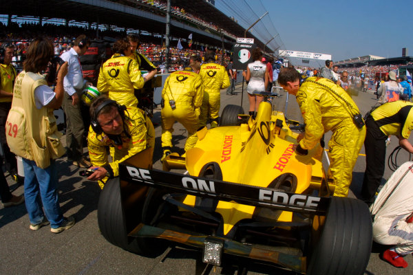 2002 American Grand Prix.Indianapolis, Indiana, USA. 27-29 September 2002.Giancarlo Fisichella (Jordan EJ12 Honda) on the grid prior to the start, as his mechanics make final preparations.World Copyright - LAT Photographicref: Digital File Only