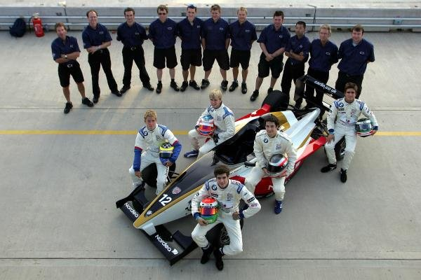 2004 Carlin Motorsport team shot.