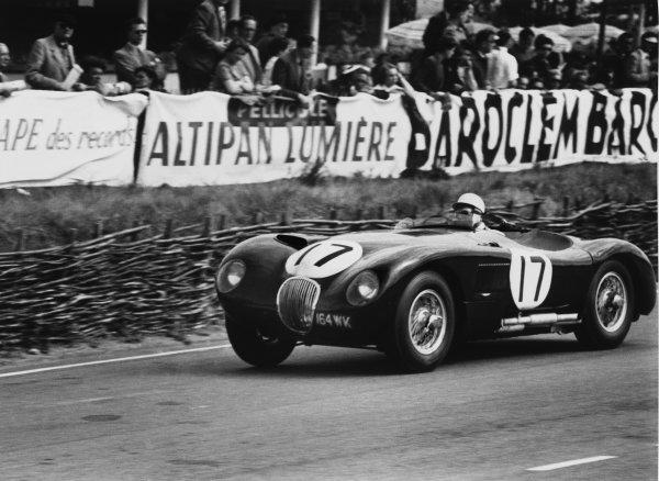 Le Mans, France. 13th - 14th June 1953. Stirling Moss / Peter Walker (Jaguar XK120 C), 2nd position, action. World Copyright - LAT Photographic Ref: 53/54 - 14