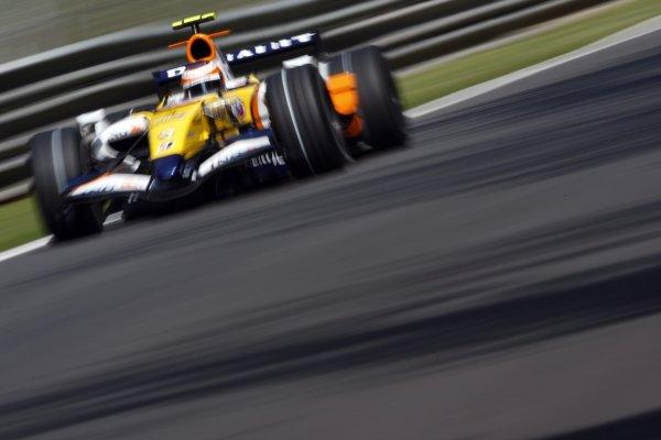2007 Italian Grand Prix - Friday PracticeAutodromo di Monza, Monza, Italy.7th September 2007.Heikki Kovalainen, Renault R27. Action. World Copyright: Lorenzo Bellanca/LAT Photographicref: Digital Image _64I5177