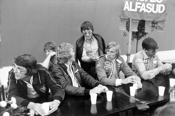 1977 Austrian Grand Prix.Osterreichring, Austria. 14 August 1977.Left-to-right: Peter Warr (Lotus team manager), Ian Scheckter (partly hidden), Max Mosley, Bernie Ecclestone, James Hunt and Ken Tyrrell. Portrait.World Copyright: LAT PhotographicRef: Black & print
