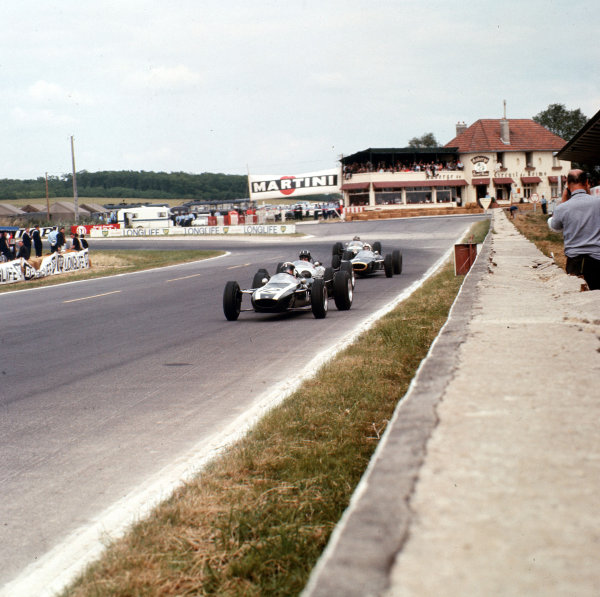 Reims-Gueux, France.4 July 1965.Jackie Stewart (Cooper T75-BRM) leads Graham Hill (Brabham BT16-BRM). Stewart finished in 5th position.Ref-3/1774.World Copyright - LAT Photographic