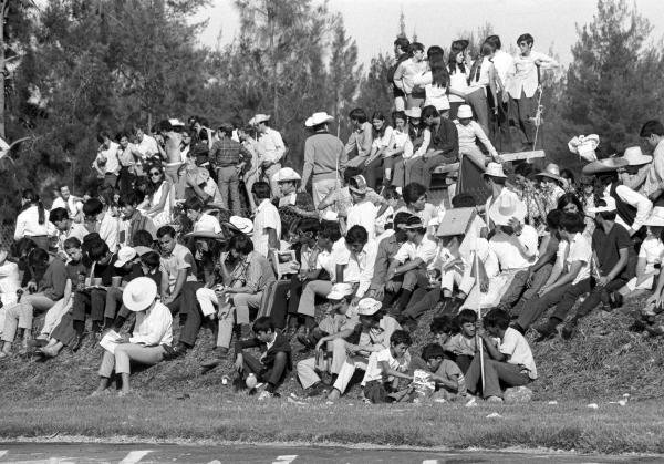 The crowd found some dangerous places to watch the race ! Mexican GP, Mexico City, 25 October 1970