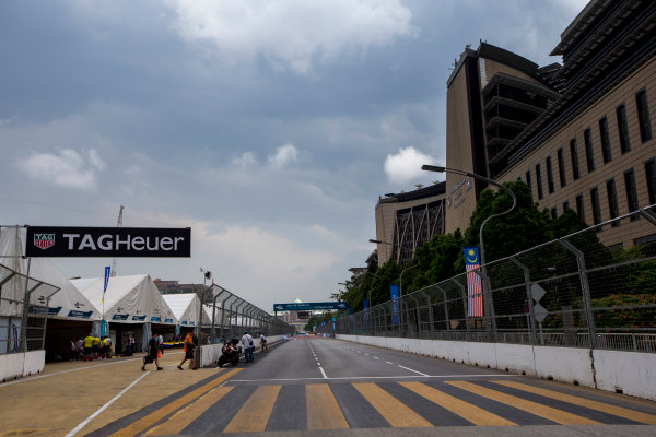 2015/2016 FIA Formula E Championship. Putrajaya ePrix, Putrajaya, Malaysia. Friday 6 November 2015. A view of the start/finish straight and the pit lane exit. Photo: Zak Mauger/LAT/Formula E ref: Digital Image _L0U9754