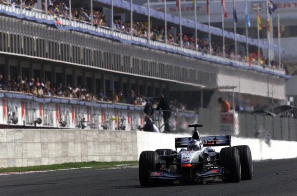 2001 Spanish Grand PrixCatalunya, Barcelona, Spain. 27-29 April 2001.David Coulthard (McLaren MP4/16 Mercedes) 5th position.World Copyright - Steve Etherington/LAT Photographicref: 18 mb Digital Image