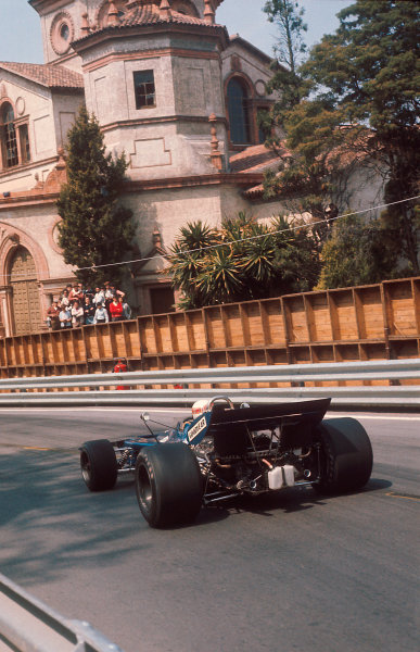 1971 Spanish Grand Prix.Monjuich Park, Barcelona, Spain.16-18 April 1971.Jackie Stewart (Tyrrell 003 Ford) 1st position.Ref-71 ESP 07.World Copyright - LAT Photographic