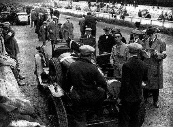 Le Mans, France. 12 - 13 June 1926. Sammy Davis (Bentley 3 L Speed), retired, just before the start, of the race, portrait. World Copyright: LAT Photographic. Ref: Autocar Glass Plate A6183