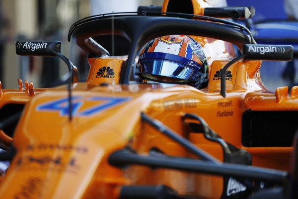 Lando Norris, McLaren MCL33 Renault, in cockpit.