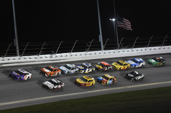 #11: Denny Hamlin, Joe Gibbs Racing, Toyota Camry, #2: Brad Keselowski, Team Penske, Ford Mustang Discount Tire
