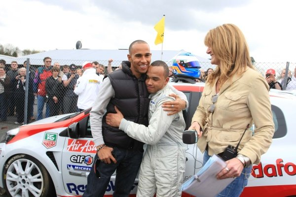Nicolas Hamilton (GBR), Total Control Racing, centre, with brother Lewis Hamilton (GBR), McLaren, left, and Louise Goodman (GBR), ITV presenter.