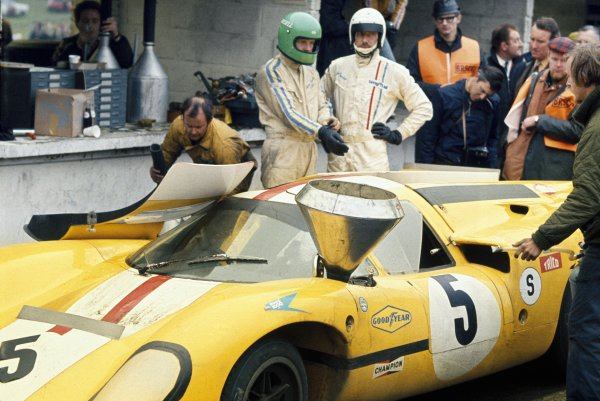 Brands Hatch, England. 12th April 1970. Jo Bonnier/Reine Wisell, Lola T70 Mk3B, 7th position, action. World Copyright: LAT Photographic.