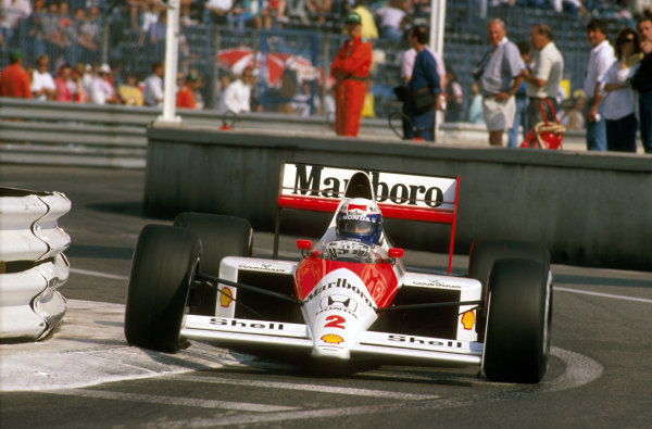 Monte Carlo, Monaco.4-7 May 1989.Alain Prost (McLaren MP4/5 Honda) 2nd position rides the apex at Louis Chiron.Ref-89 MON 09.World Copyright - LAT Photographic