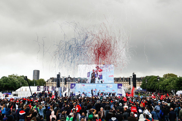 Confetti is blasted into the air during the podium ceremony with Robin Frijns (NLD), Envision Virgin Racing, 1st position, Andre Lotterer (DEU), DS TECHEETAH, 2nd position, and Daniel Abt (DEU), Audi Sport ABT Schaeffler, 3rd position, on the three steps