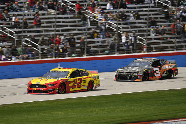 #22: Joey Logano, Team Penske, Ford Mustang Shell Pennzoil and #3: Austin Dillon, Richard Childress Racing, Chevrolet Camaro Realtree