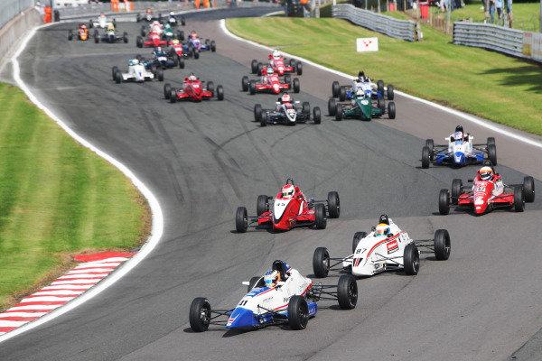 Start Race 1, Alex Walker leading