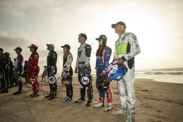 Timmy Hansen (SWE), Andretti United Extreme E, Laia Sanz, Acciona | Sainz XE Team, Oliver Bennett (GBR), Hispano Suiza Xite Energy Team, Mikaela Ahlin-Kottulinsky (SWE), JBXE Extreme-E Team, Mattias Ekstrom (SWE), ABT CUPRA XE, Sara Price (USA), Segi TV Chip Ganassi Racing, and Stephane Sarrazin (FRA), Veloce Racing, pose for a photo on the beah