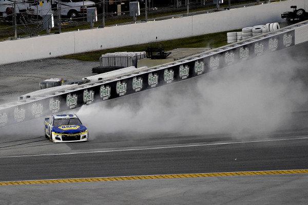 #9: Chase Elliott, Hendrick Motorsports, Chevrolet Camaro NAPA Auto Parts spins