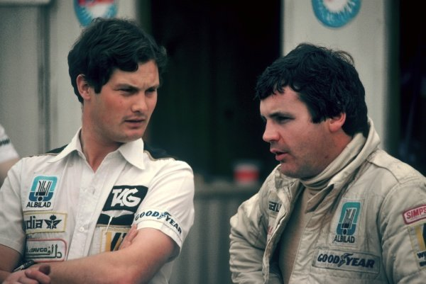 (L to R): Frank Dernie (GBR) Williams Aerodynamic Assistant talks with race winner Alan Jones (AUS) Williams.