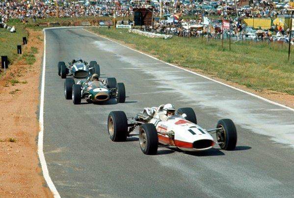 John Surtees (GBR) Honda RA273, leads Jack Brabham (AUS) Brabham Repco BT20, and eventual winner Pedro Rodriguez (MEX) Cooper Maserati T81. Formula One World Championship, South African Grand Prix, Kyalami, South Africa. 2 January 1967. BEST IMAGE