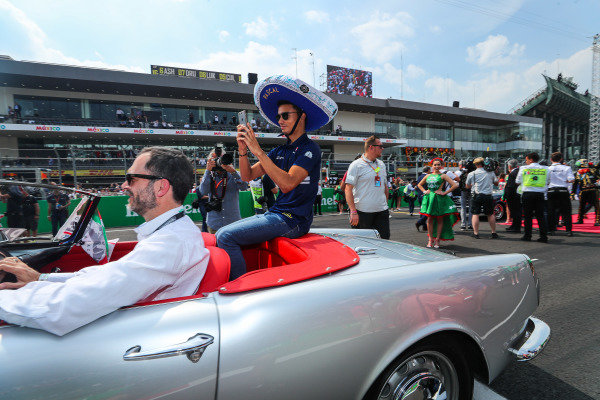 Pascal Wehrlein (GER) Sauber on the drivers parade at Formula One World Championship, Rd18, Mexican Grand Prix, Race, Circuit Hermanos Rodriguez, Mexico City, Mexico, Sunday 29 October 2017.