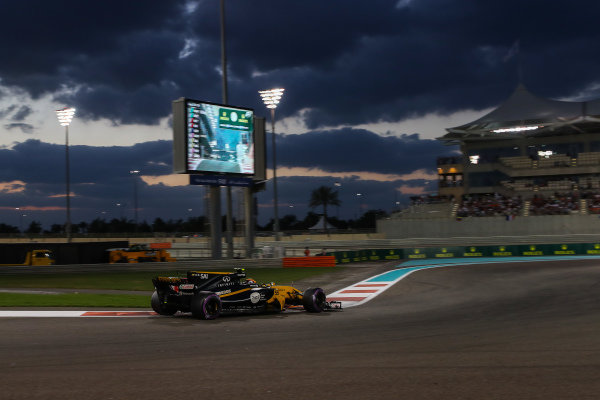 Carlos Sainz jr (ESP) Renault Sport F1 Team RS17 at Formula One World Championship, Rd20, Abu Dhabi Grand Prix, Race, Yas Marina Circuit, Abu Dhabi, UAE, Sunday 26 November 2017.