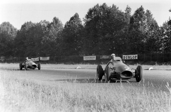 Luigi Villoresi, Ferrari 500, leads team-mate Mike Hawthorn.