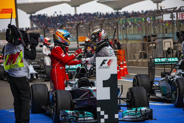 Lewis Hamilton, Mercedes F1 W05 Hybrid, is congratulated by Fernando Alonso in Parc Ferme.